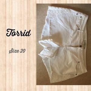 Torrid Size 20 white lace shorts
